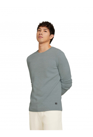 fine knitted crew neck sweater